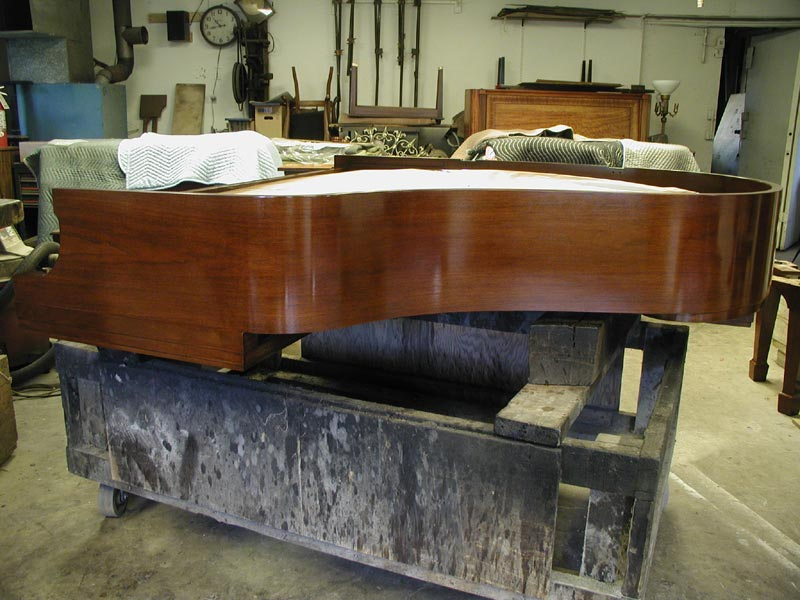 steinway case prep Cabinet detailing and appearance between high-end and mass-produced pianos, there can be great differences in the quality of hardware (casters, hinges, pedals, screws), the thickness and surface preparation of the cabinet and plate finishes, the felt and cloth used in the case parts, and in the thickness.